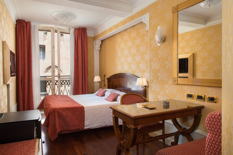 Deluxe room Art Hotel Orologio Bologna, Italy
