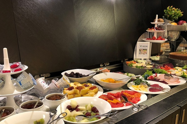 Buffet breakfast included from 7:00 to 11:00 a. m.  art hotel novecento bologna