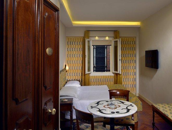 SINGLE ROOM Art Hotel Commercianti Bologna, Italy