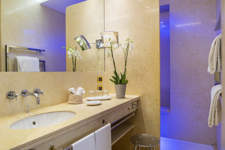 Bathroom  art hotel orologio bologna