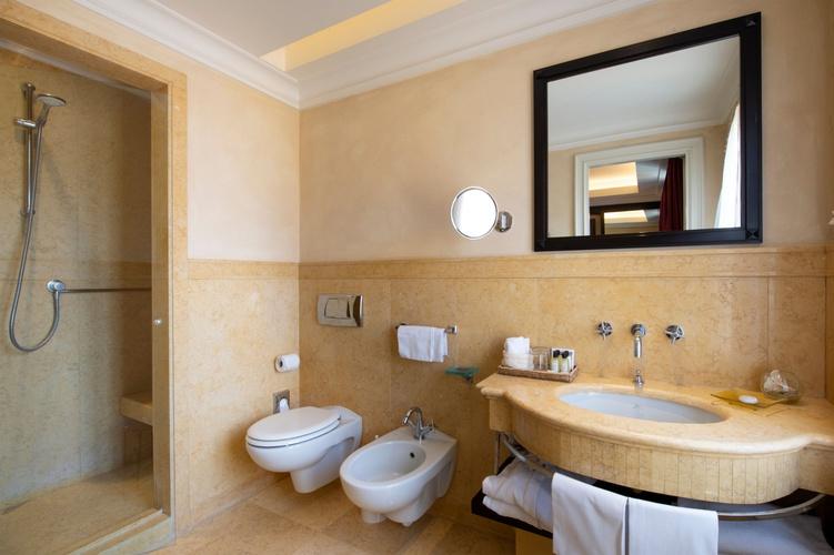 Bathroom  art hotel novecento bologna