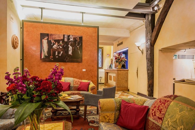Living room  art hotel commercianti bologna