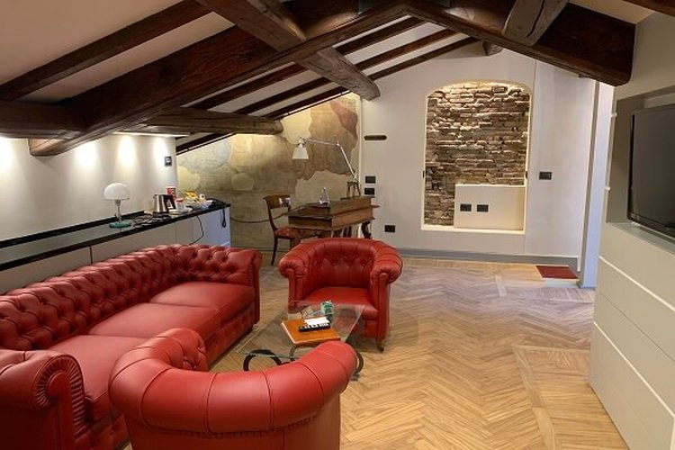 SUITE Art Hotel Commercianti Bologna, Italy