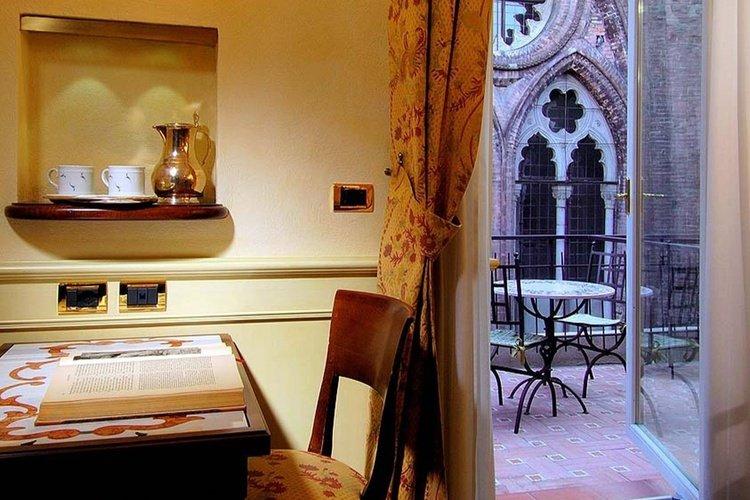 Deluxe room  art hotel commercianti bologna