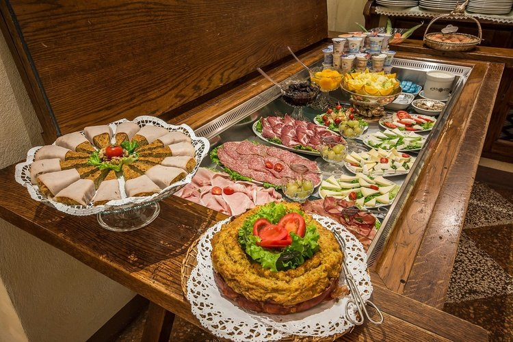 Buffet restaurant  art hotel commercianti bologna