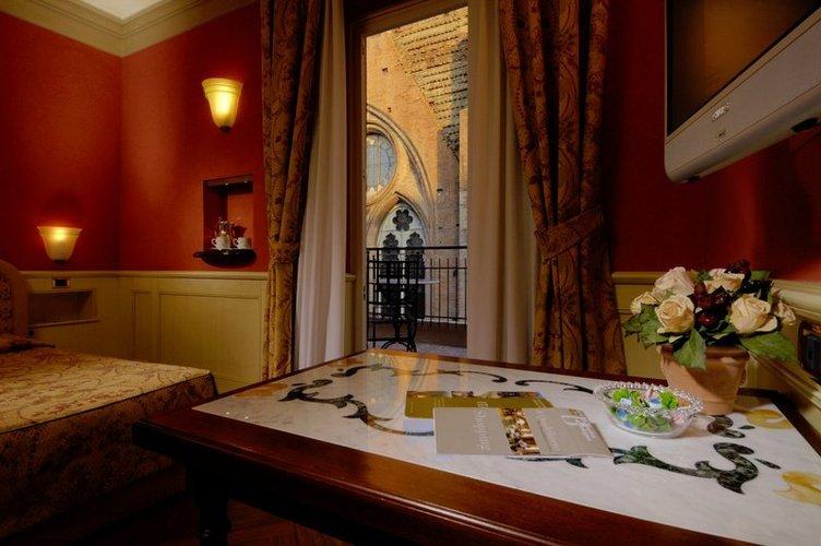 Deluxe double rrom art hotel commercianti bologna