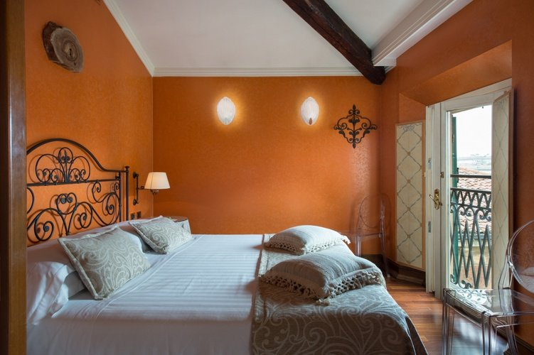 Suite Art Hotel Orologio Bologna, Italy
