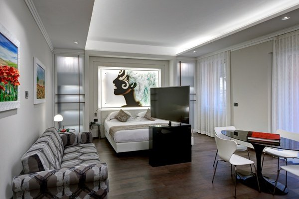 LUXURY APARTMENTS Art Hotel Commercianti in Bologna, Italy