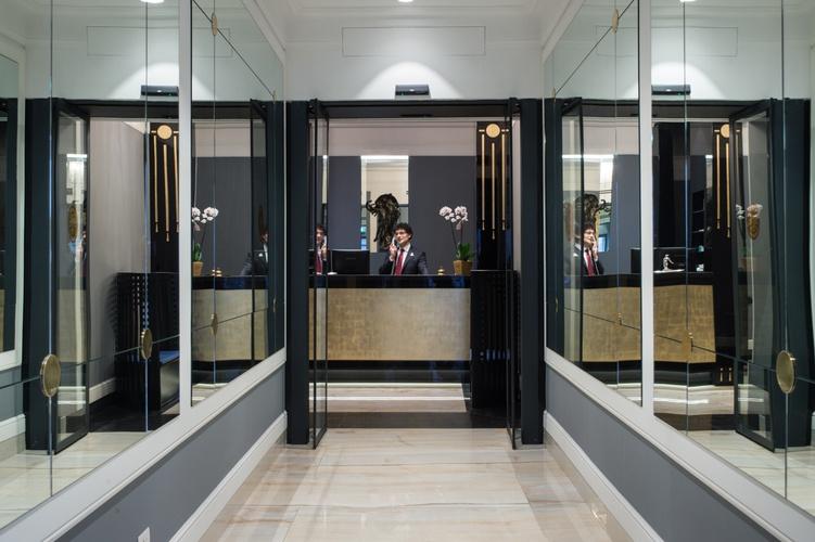 Reception  art hotel orologio bologna