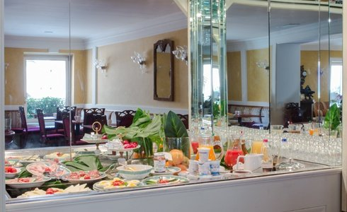 BREAKFAST INCLUDED FROM 7:00 TO 11:00 A. M.  Art Hotel Orologio in Bologna