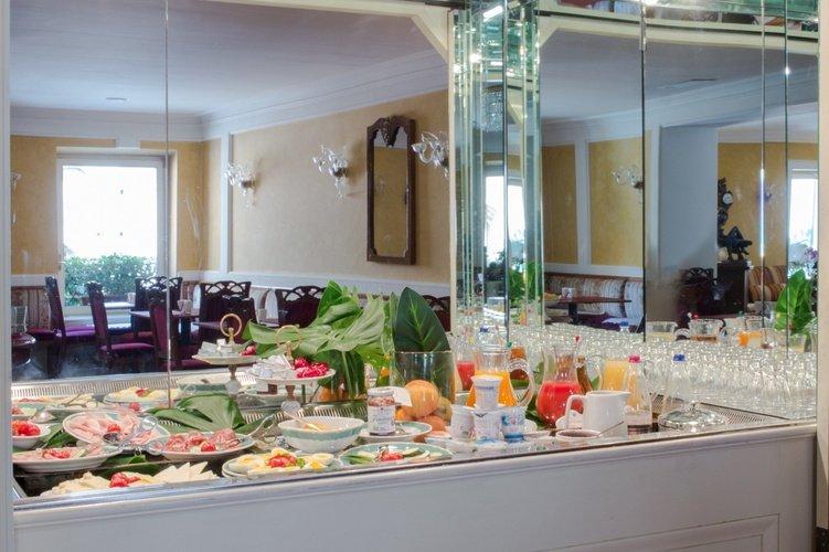 Buffet Breakfast Art Hotel Orologio Bologna, Italy