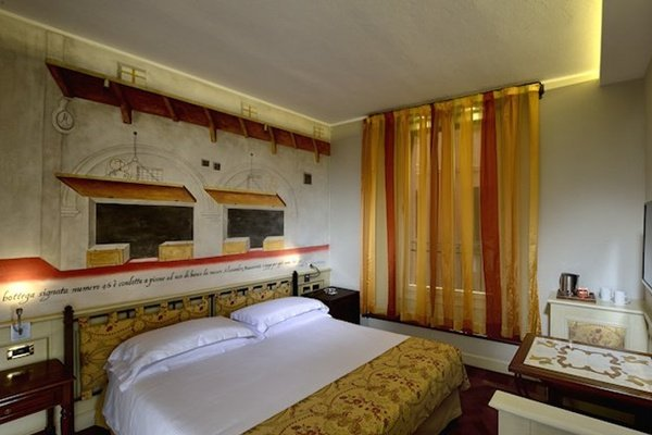 CLASSIC DOUBLE ROOM Art Hotel Commercianti in Bologna, Italy