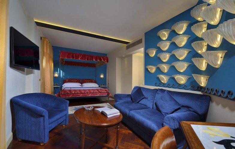 JUNIOR SUITE Art Hotel Commercianti Bologna, Italy